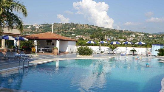 Damanse Hotel: hotel pool
