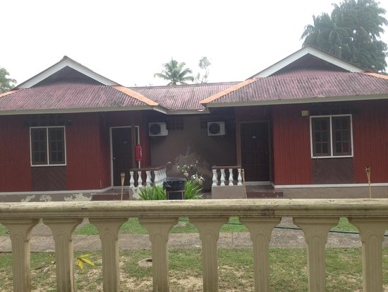 Cherating Eastana Beach Resort: Disappointing rooms