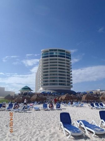 Great Parnassus Family Resort : View of the hotel from the beach