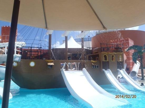 Great Parnassus Resort and Spa : pirate ship