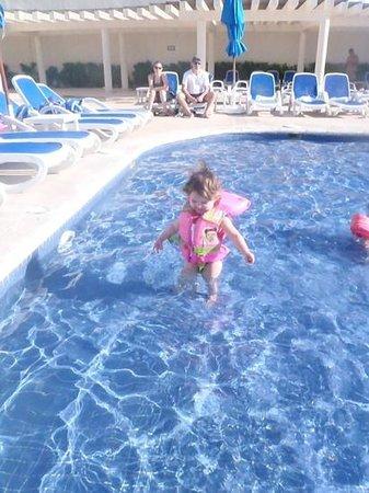 Great Parnassus Family Resort : shallow part of top infinity pool (beware of drop off)