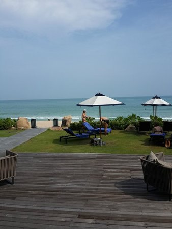 Vana Belle, A Luxury Collection Resort, Koh Samui: walk straight onto the beach