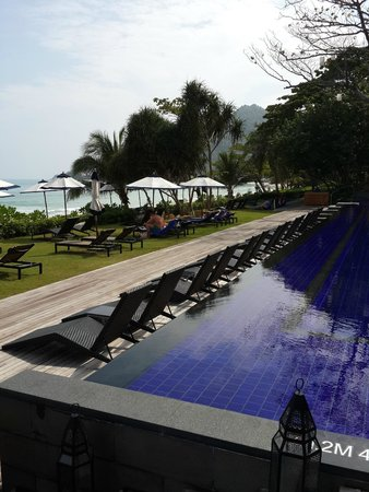 Vana Belle, A Luxury Collection Resort, Koh Samui: beach a few metres away
