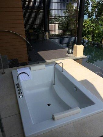 Vana Belle, A Luxury Collection Resort, Koh Samui: outdoor bath
