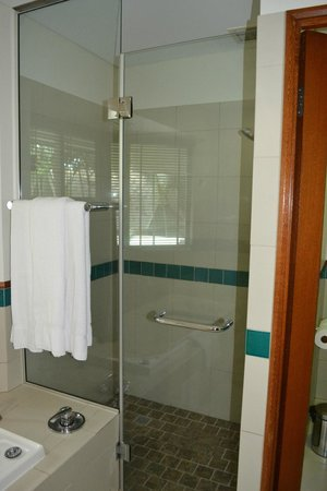 Green Island Resort: massive shower
