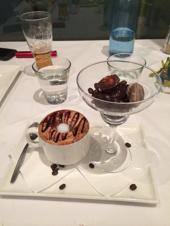 Sammy's On The Marina: Dessert, cappuccino & chocolates