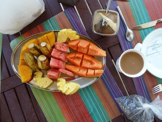 The Resort at Wilks Bay: Breakfast fruit tray