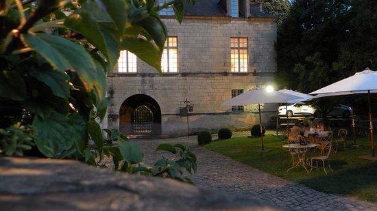 Monument Cafe Chateau d'Angers - Crêperie du Cerf : Monument café de nuit