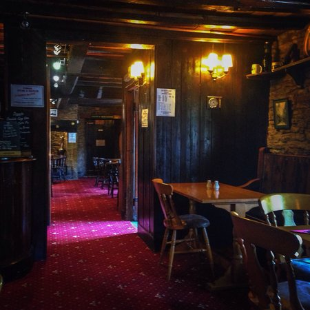 The White Hart: Cosy place, away from a rainy day