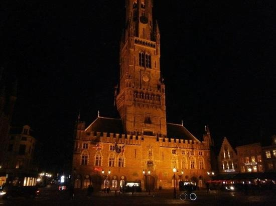Beffroi et marché : Belfort at night!