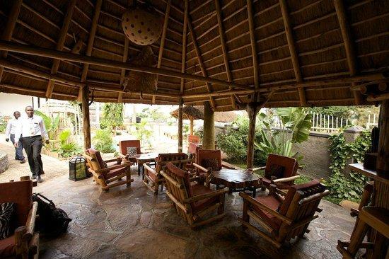 2Friends Beach Hotel: Outdoor Lounge