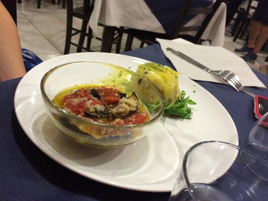 L'angolo Rotondo Braceria: Tortino di polipo e patate e pesce spada con melenzane