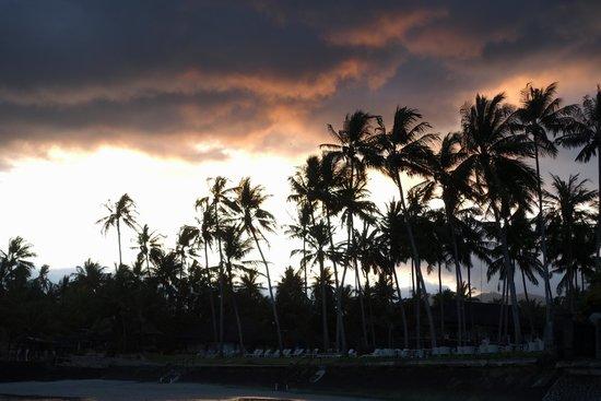 Nusa Indah Bungalows & Villa: Abendstimmung