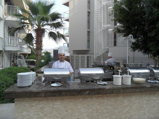 Kayamaris Hotel: Out side grill
