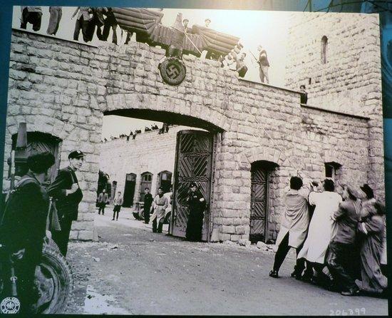 Mauthausen Memorial - KZ-Gedenkstätte: Ingresso al momento della liberazione
