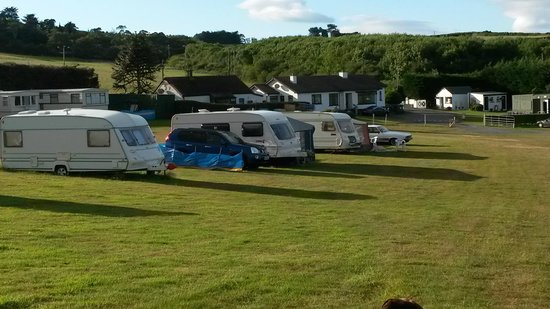Wolohan's Silver Strand Caravan and Camping Park: Casual parking of vans