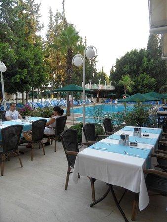 Kayamaris Hotel: Out side dinning area
