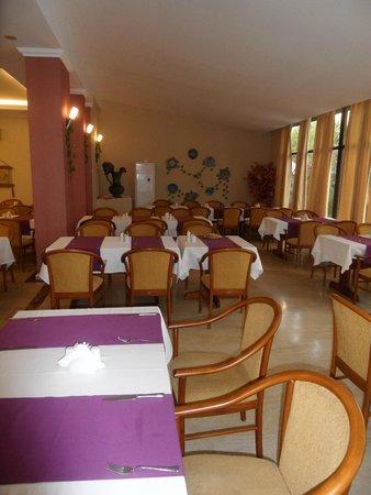 Kayamaris Hotel: Inside dinning area
