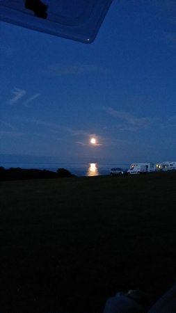 Wolohan's Silver Strand Caravan and Camping Park : Night time view