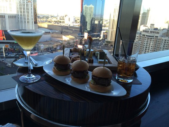 Mandarin Oriental, Las Vegas: Excellent lobby bar serving superb food & drink
