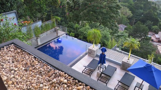 Theva Residency : Lovely infinity pool