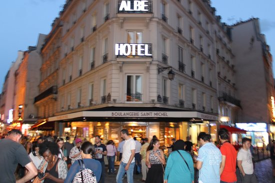 Hôtel Albe Saint Michel : From the front of this hotel