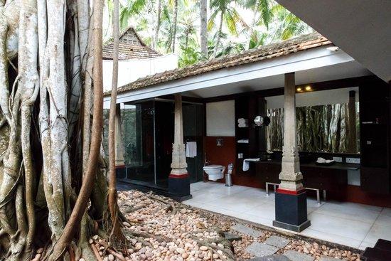 Niraamaya Retreats: Banyan Tree Cottage Bathroom