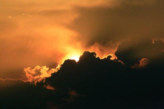 Niraamaya Retreats: Sunset over Arabian sea