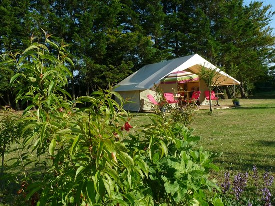 Aire Naturelle de Camping Le Verger : La tente Safari