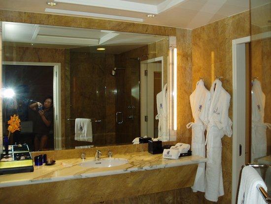 The Ritz-Carlton, Millenia Singapore: バスルーム