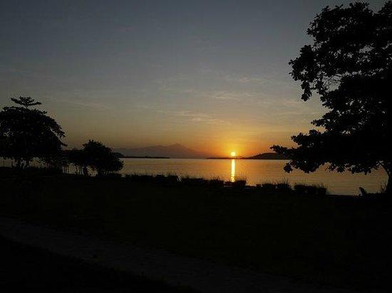 Pearl Beach Resort : sunrise