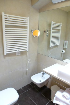 Hotel Fiorita: schönes modernes Bad