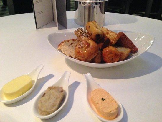 Onyx Restaurant: Selezione di pane