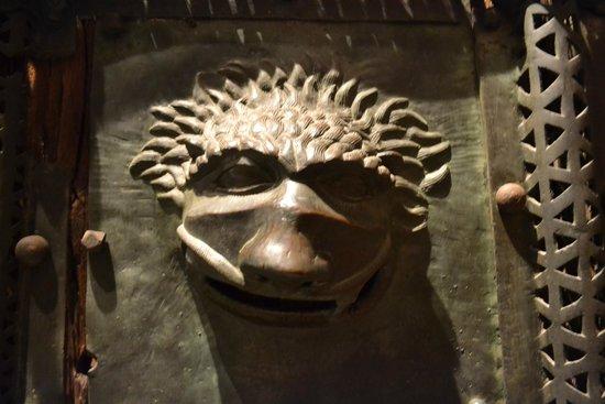 Basilica di San Zeno Maggiore: Particolare del protiro