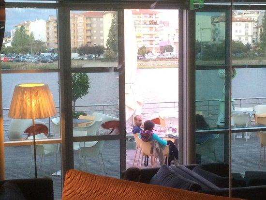 Flor de Sal Restaurante: Vista da mesa para o rio