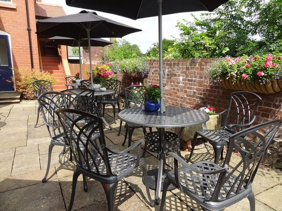 The Winding House Tea Rooms: Sunny terrace
