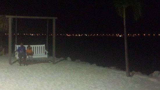Sailport Waterfront Suites : swing