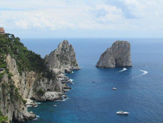 Leisure Italy - Tours : Faraglioni Rock