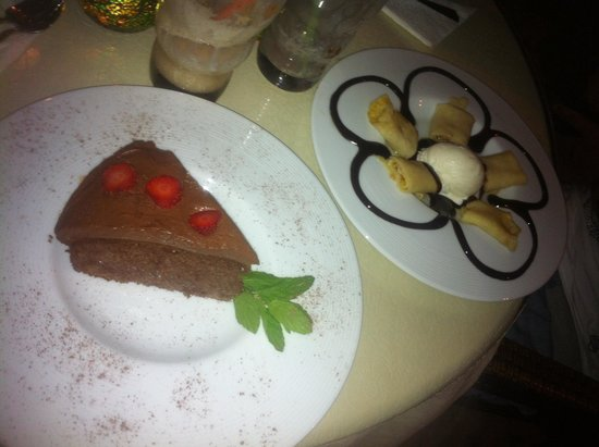Cafe Bistro Yummy: Chocolate cake & pancakes