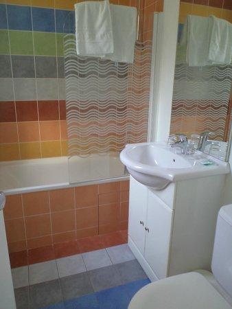 Hotel Roma Sacre Coeur: Bathroom 305