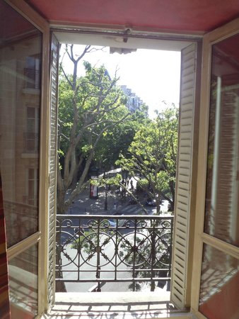 Hotel Roma Sacre Coeur: View from room 306