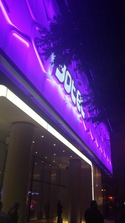 YOTEL New York: Easy to find these purple lights