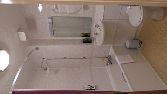 Premier Inn London Gatwick Airport (A23 Airport Way) Hotel: Bathroom