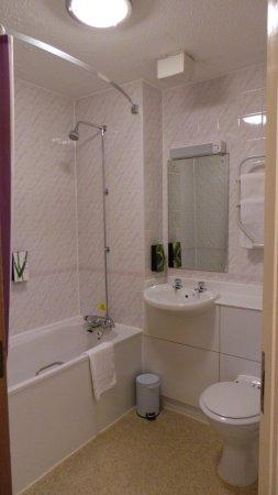 Premier Inn London Gatwick Airport (A23 Airport Way) Hotel : Bathroom