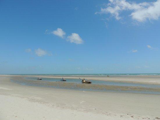 Pontal de Maceio Beach