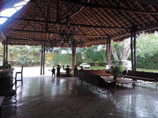 Hotel Chichen Itza: entrance lobby