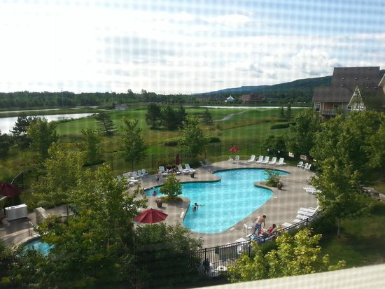 Blue Mountain Rivergrass : a view from the master bedroom to the pool area