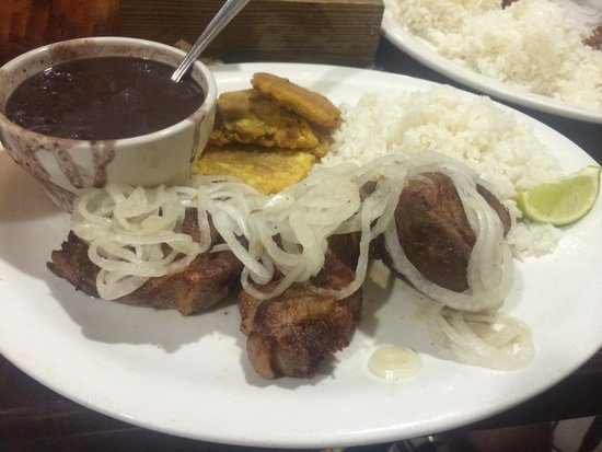 Habanos Oceanfront : Fried Pork chunks, beans and rice and tostones