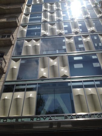 Hotel Royal Passeig de Gracia: Not a bad looking building too.