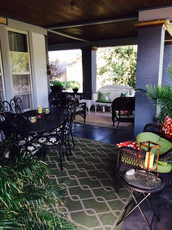 Spencer House Bed and Breakfast: The most inviting front porch